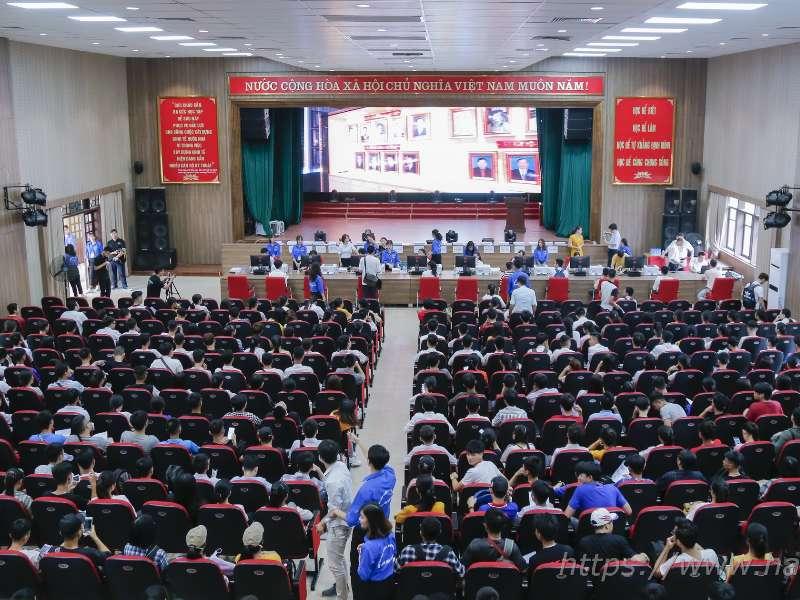 6.000 thí sinh đến làm thủ tục xác nhận nhập học tại trường Đại học Công nghiệp Hà Nội trong 03 ngày đầu tiên
