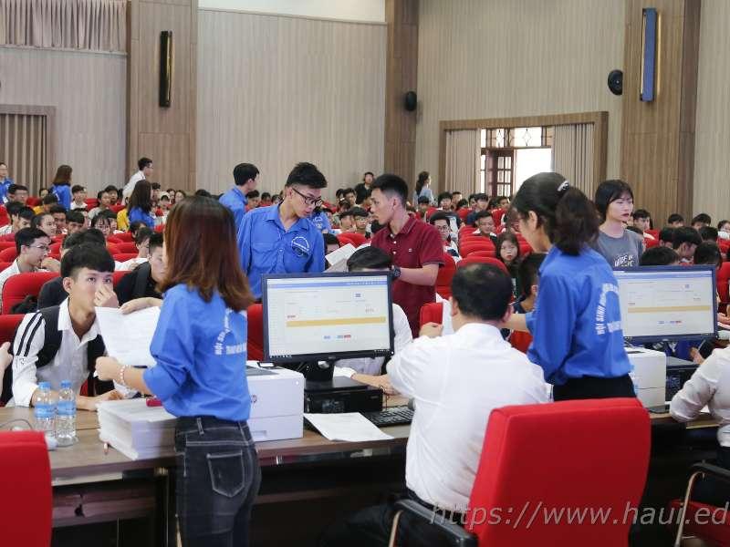 7.000 thí sinh hoàn thành thủ tục xác nhận nhập học tại trường Đại học Công nghiệp Hà Nội