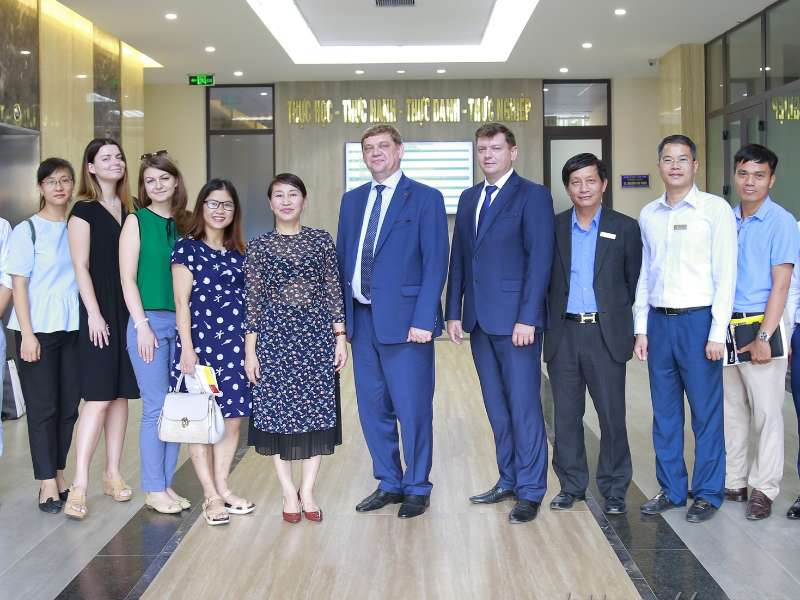 Hanoi University of Industry seeks cooperation opportunities with Russian Universities