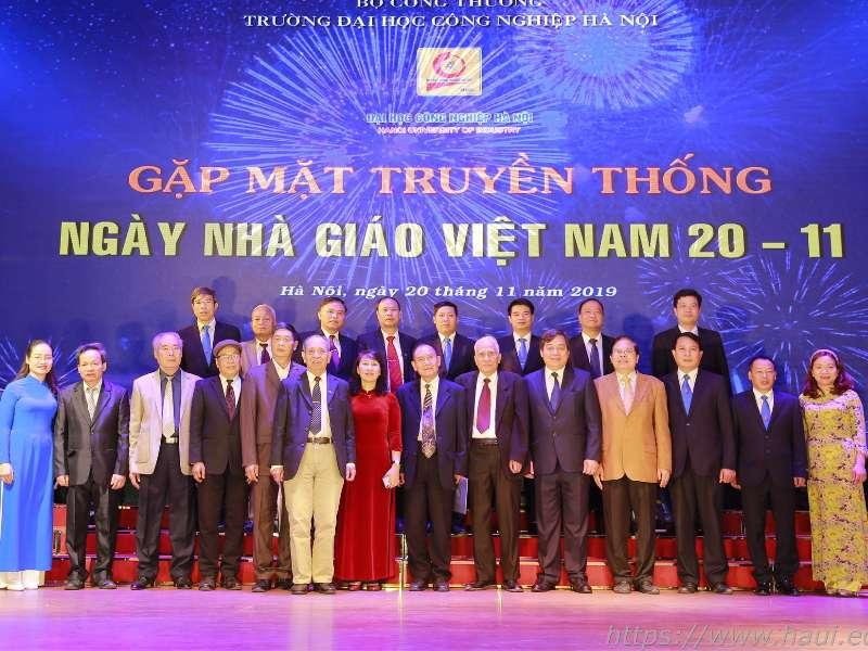 Meeting marks Vietnamese Teachers' Day