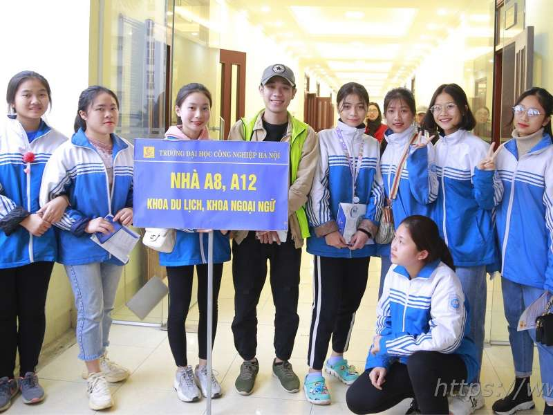 HaUI campus tour for Hoang Hoa Tham High School Students