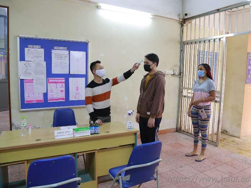 Tâm sự của sinh viên ở Ký túc xá thời COVID-19