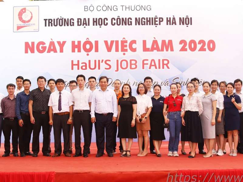 2.000 jobs for students at HaUI Job Fair 2020