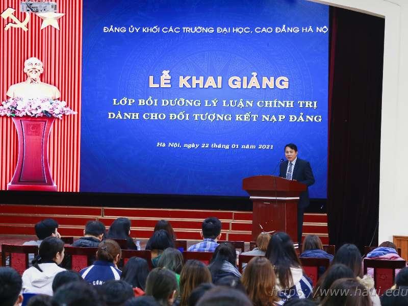 Khai giảng lớp bồi dưỡng lý luận chính trị dành cho đối tượng kết nạp Đảng