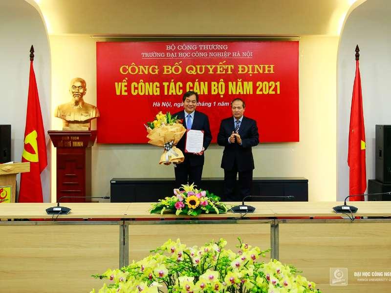 Trao quyết định công nhận Hiệu trưởng Trường Đại học Công nghiệp Hà Nội