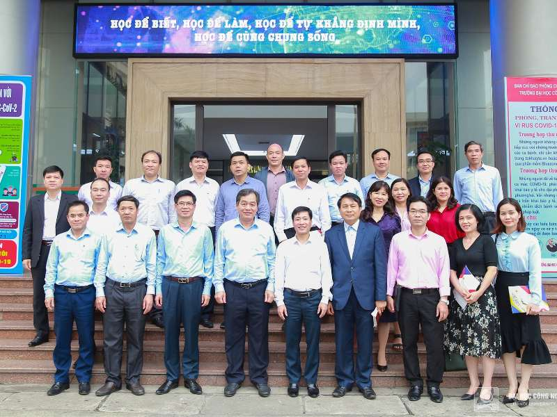 Delegation of University of Transport Technology paid a working visit to HaUI
