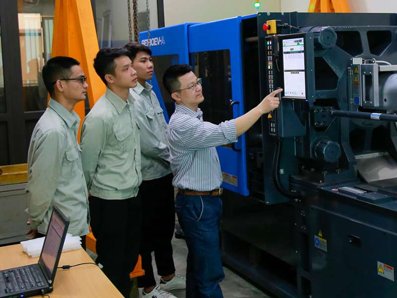 Khoa Cơ khí, ĐHCNHN tiên phong trong đào tạo ngành công nghệ kỹ thuật khuôn mẫu tại Việt Nam