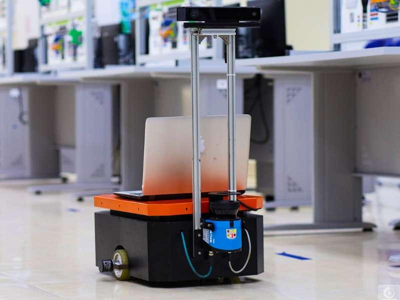 Ý tưởng sáng tạo của sinh viên khoa Cơ khí: Nghiên cứu phương pháp tổng hợp dữ liệu đa cảm biến cho robot di động