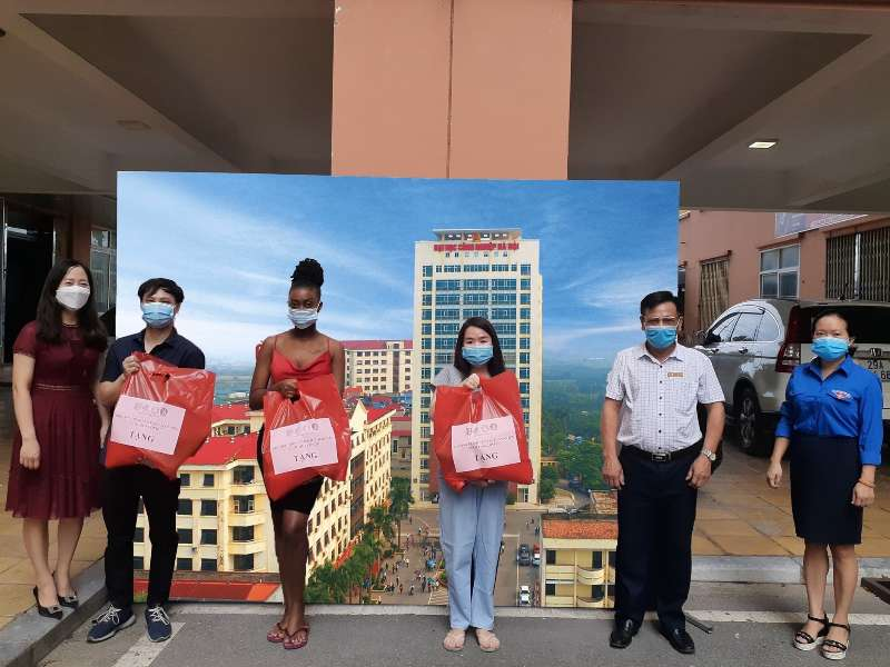 Support for HaUI students affected by the COVID-19 pandemic