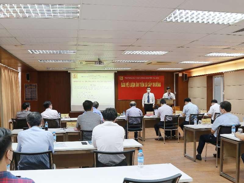 NCS Hoàng Xuân Thịnh bảo vệ thành công Luận án tiến sĩ cấp trường