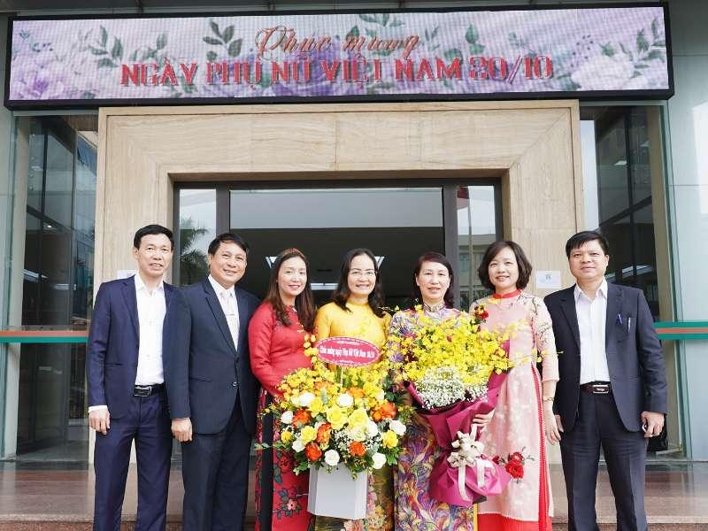 Gặp mặt Ban nữ công nhân ngày Thành lập Hội liên hiệp Phụ nữ Việt Nam 20/10
